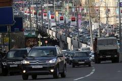 Ingorghi stradali all'ora di punta. Immagine Stock