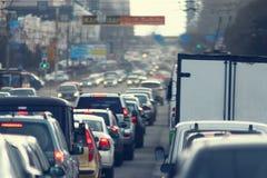 Ingorghi stradali nella città, strada, ora di punta Fotografia Stock