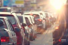 Ingorghi stradali nella città, strada, ora di punta Immagini Stock