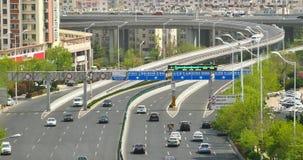 ingorghi stradali occupati urbani 4k sul passaggio, Qingdao, porcellana Inquinamento atmosferico archivi video
