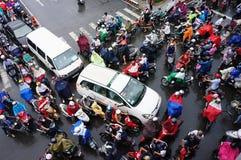 Ingorgo stradale, città dell'Asia, ora di punta, giorno della pioggia Fotografia Stock Libera da Diritti