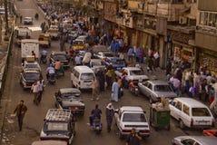 Ingorgo stradale di Caotic in un mercato a Cairo Fotografia Stock