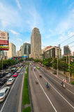 Ingorgo stradale su una città moderna nell'ora di punta Immagini Stock