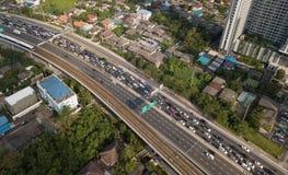 Ingorgo stradale sulla strada principale nella città di Bangkok, Tailandia Immagine Stock Libera da Diritti
