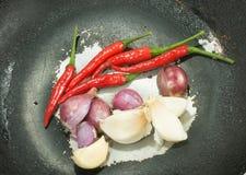Ingrédient de nourriture sur la casserole Image stock