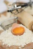 Ingrédients à la maison de traitement au four dans la cuisine photo libre de droits