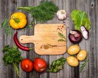 Ingrédients colorés pour le végétarien faisant cuire sur rustique superficiel par les agents Photos libres de droits