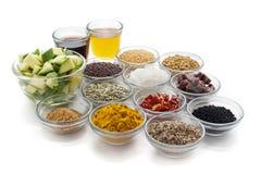 Ingrédients crus pour les conserves au vinaigre indiennes de mangue Photo libre de droits