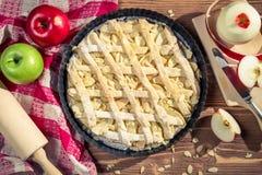 Ingrédients cuits au four frais de tarte aux pommes Images libres de droits