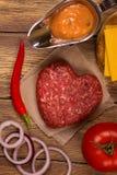 Ingrédients d'hamburger au-dessus de table en bois rustique Vue supérieure Image stock