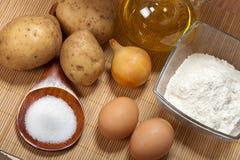 Ingrédients de crêpes de pomme de terre photos libres de droits