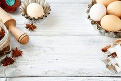 Ingrédients de cuisson sur des panneaux, oeufs, roulement-goupille photographie stock libre de droits