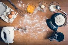 Ingrédients de gâteau sur la table Photo libre de droits