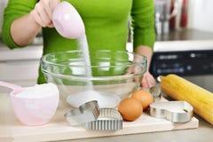 Ingrédients de mélange pour des biscuits Photo libre de droits