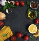 Ingrédients de nourriture italiens Photographie stock libre de droits