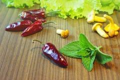 Ingrédients de nourriture sur une table en bois Photographie stock