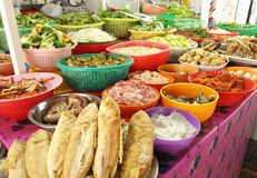 Ingrédients de nourriture thaïs frais sur l'affichage Photos stock