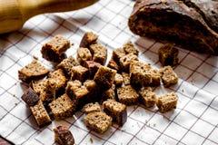 Ingrédients de pain de cuisson sur le fond en bois de table Image stock