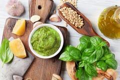 Ingrédients de sauce à Pesto images libres de droits