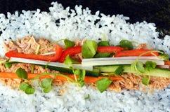 Ingrédients de sushi sur l'algue Images libres de droits