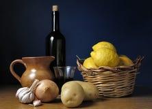 Ingrédients de vin et de nourriture Photographie stock libre de droits