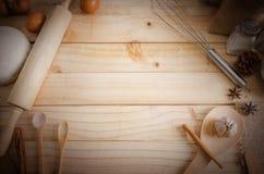 Ingrédients en bois vides de fond et de boulangerie de table avec la copie s Photos libres de droits