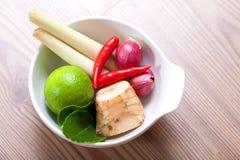 Ingrédients, galangal thaïs, limette et /poivron Photo libre de droits
