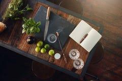Ingrédients nécessaires pour préparer un cocktail parfait Image libre de droits