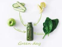 Ingrédients naturels de smoothie de vert de detox d'isolement sur le fond blanc images stock