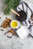 Ingrédients naturels pour le soin fait maison de corps de concept de STATION THERMALE de Sugar Salt Scrub Oil Beauty de café de c images libres de droits