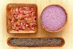 Ingrédients normaux d'Aromatherapy avec la lavande Photographie stock libre de droits