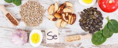 Ingrédients ou produits comme sélénium de source, vitamines, minerais et fibre alimentaire photos libres de droits