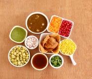 Ingrédients populaires de Masala Puri de nourriture de rue du ` s d'Inde Photographie stock