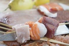Ingrédients pour des brochettes de poissons Photographie stock libre de droits