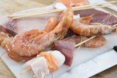 Ingrédients pour des brochettes de poissons Photographie stock