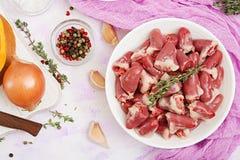 Ingrédients pour faire cuire des coeurs de poulet avec le potiron et les tomates en sauce tomate Photographie stock libre de droits