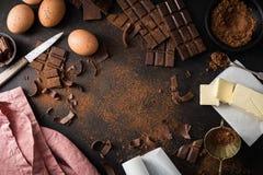 Ingrédients pour faire cuire la pâtisserie de chocolat photos libres de droits