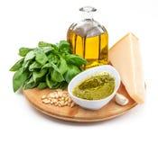 Ingrédients pour faire la sauce délicieuse à pesto image stock