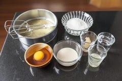 Ingrédients pour faire le gâteau d'ouate Photo stock