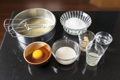 Ingrédients pour faire le gâteau d'ouate Images libres de droits