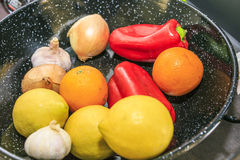 Ingrédients pour faire une Paella photographie stock