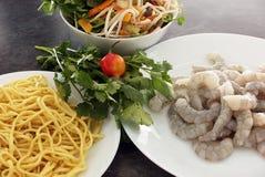 Ingrédients pour la crevette rose Laksa Image stock