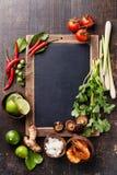 Ingrédients pour la soupe thaïlandaise épicée Tom Yam Images stock