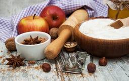 Ingrédients pour la tarte aux pommes Photo stock