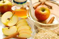 Ingrédients pour le croustillant de pomme Photographie stock
