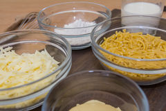 Ingrédients pour le fromage de macaronis Photographie stock