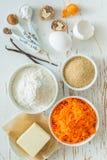 Ingrédients pour le gâteau à la carotte de cuisson Photographie stock