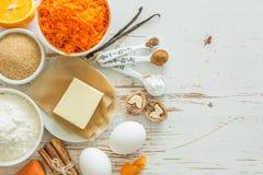 Ingrédients pour le gâteau à la carotte de cuisson image libre de droits