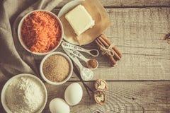 Ingrédients pour le gâteau à la carotte de cuisson Image stock