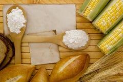 Ingrédients pour le pain de traitement au four photo stock